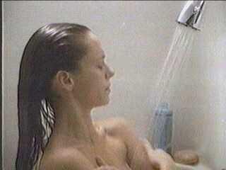 Πλένομαι